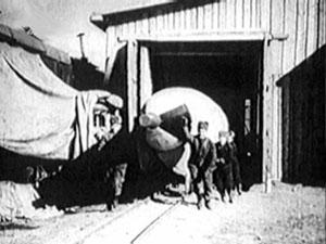 Вывоз ФАУ-2 из временного монтажного корпуса.